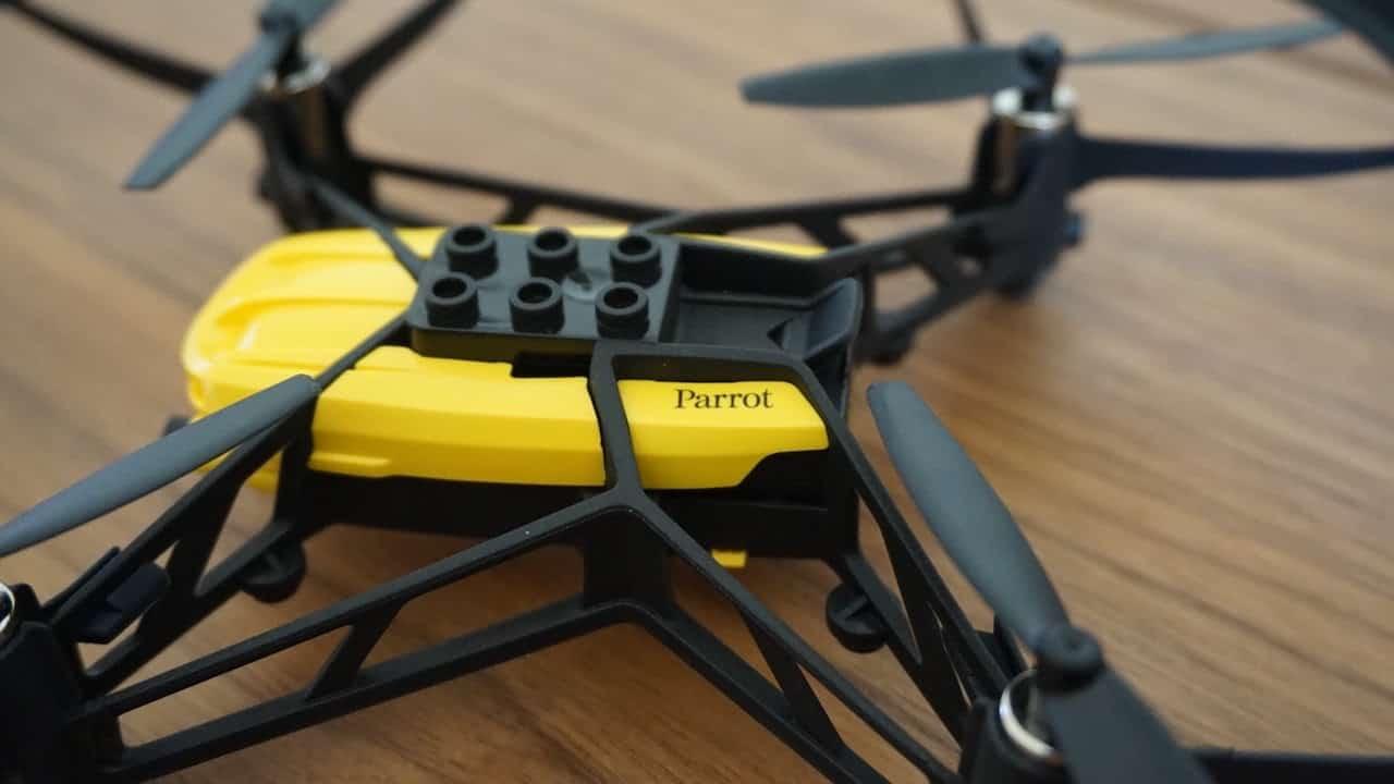 Parrot Airborne Travis Cargo Clip Lego